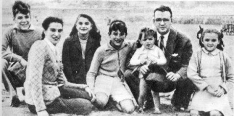 Che dan keluarga. Beliau datang daripada keluarga berada dan intelektual.
